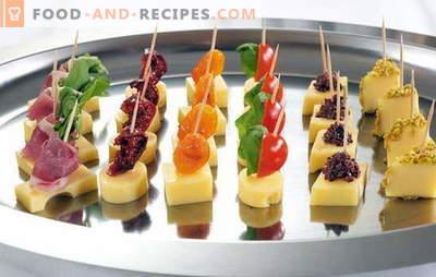 Köstliche und elegante Dekorationen - einfache Canapes am Spieß. Auf dem Feiertagstisch: einfache Häppchen am Spieß: Serviermöglichkeiten