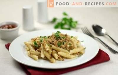 Floh-Nudeln (Schritt-für-Schritt-Rezept) - eine herzhafte Mahlzeit. Schritt für Schritt Rezept für Pasta im klassischen Marinestil und mit Tomatenpaste