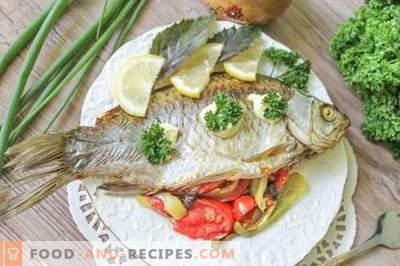 Zwei der leckersten und schnellsten Rezepte zum Kochen von Flussfischen (Karausche)
