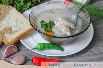 Schweinefleischgelee - nahrhaftes, nahrhaftes und leckeres Gericht